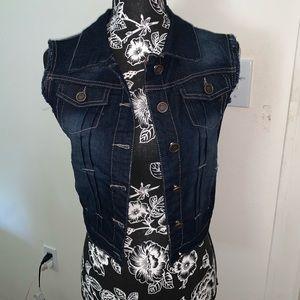 3/$20🔥Dark wash Jean vest